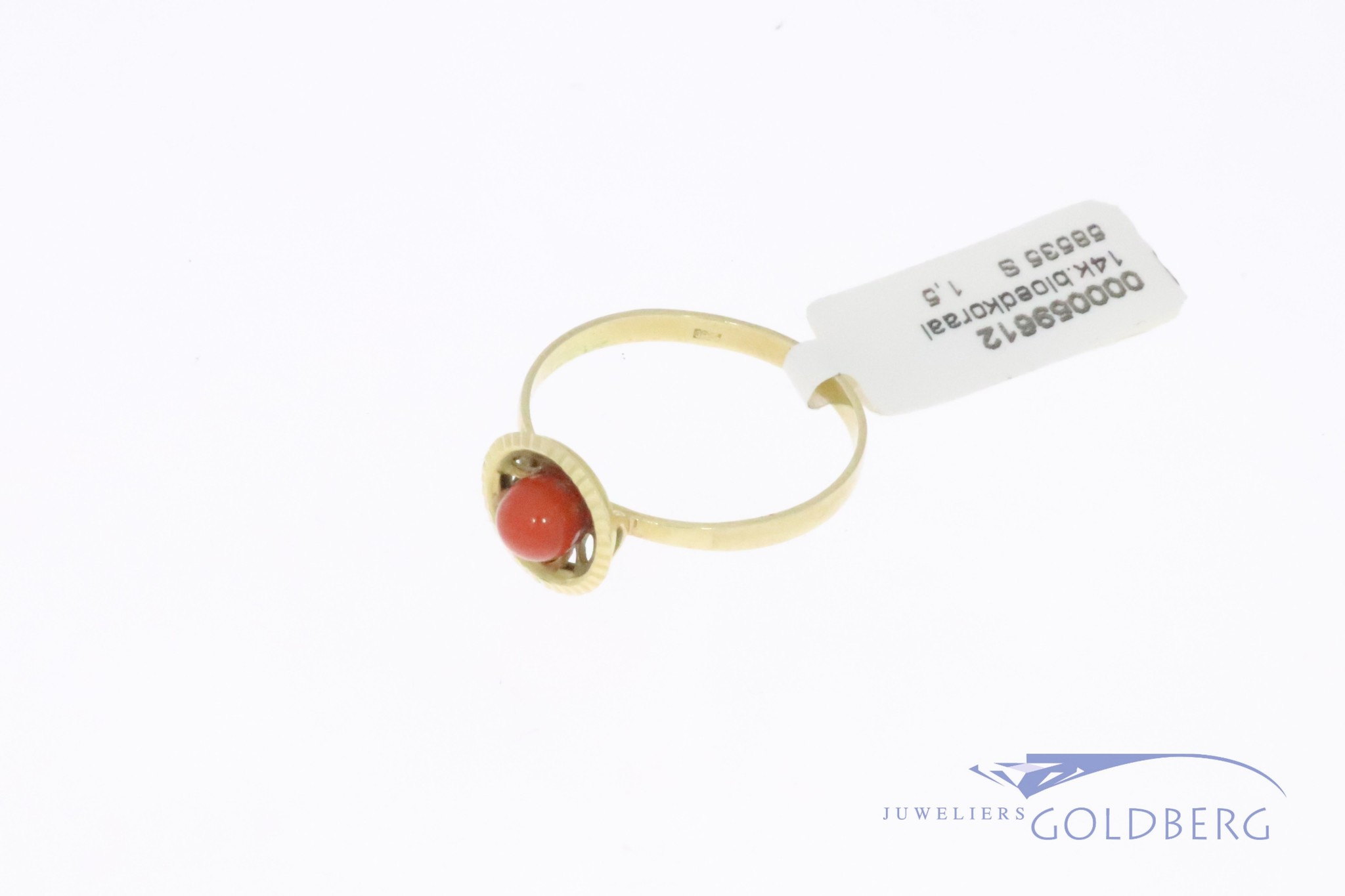 Fijne 14k gouden vintage ring met bloedkoraal