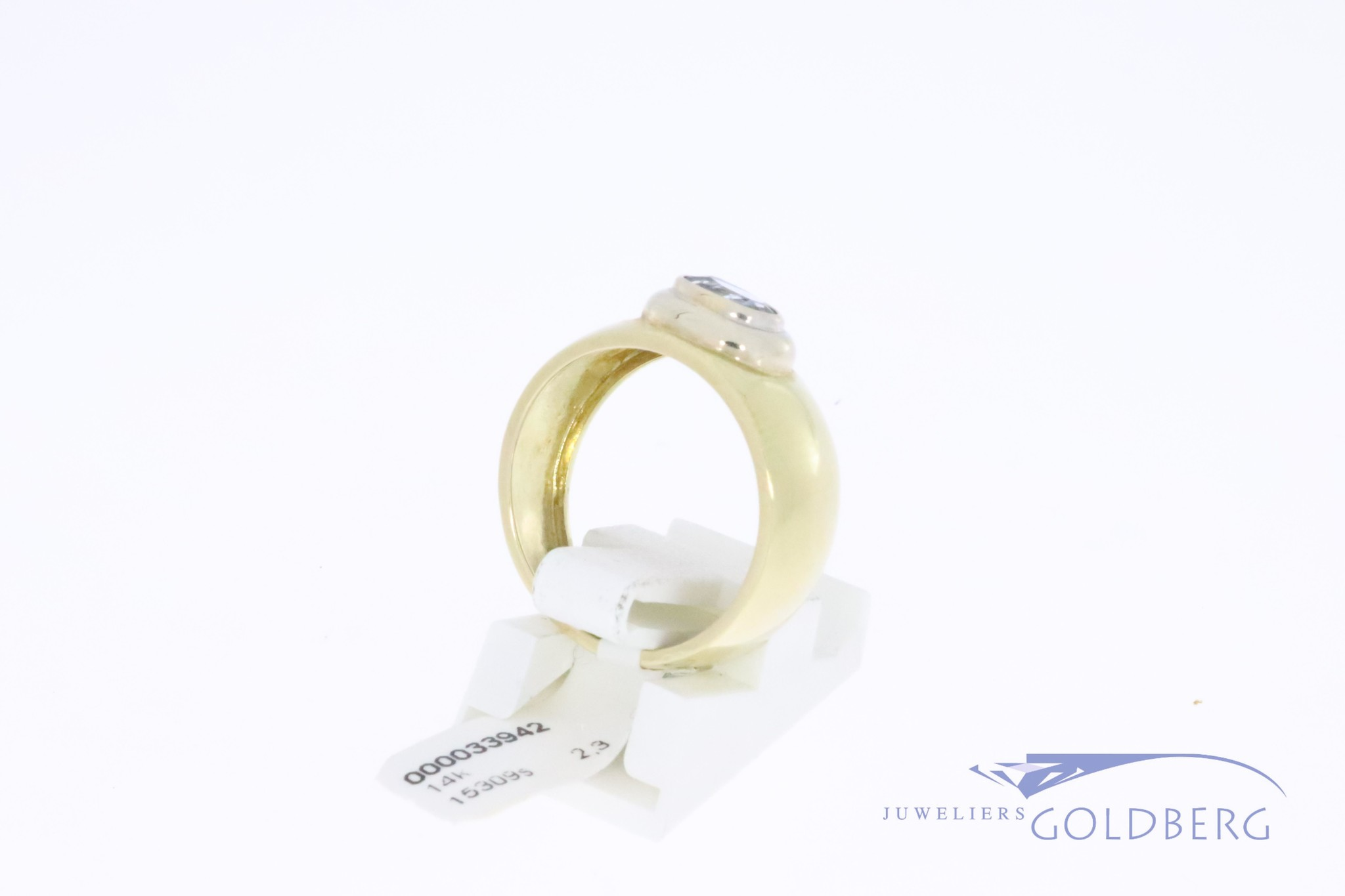 Brede 14k gouden vintage ring met aquamarijn kleurige synthetische spinel