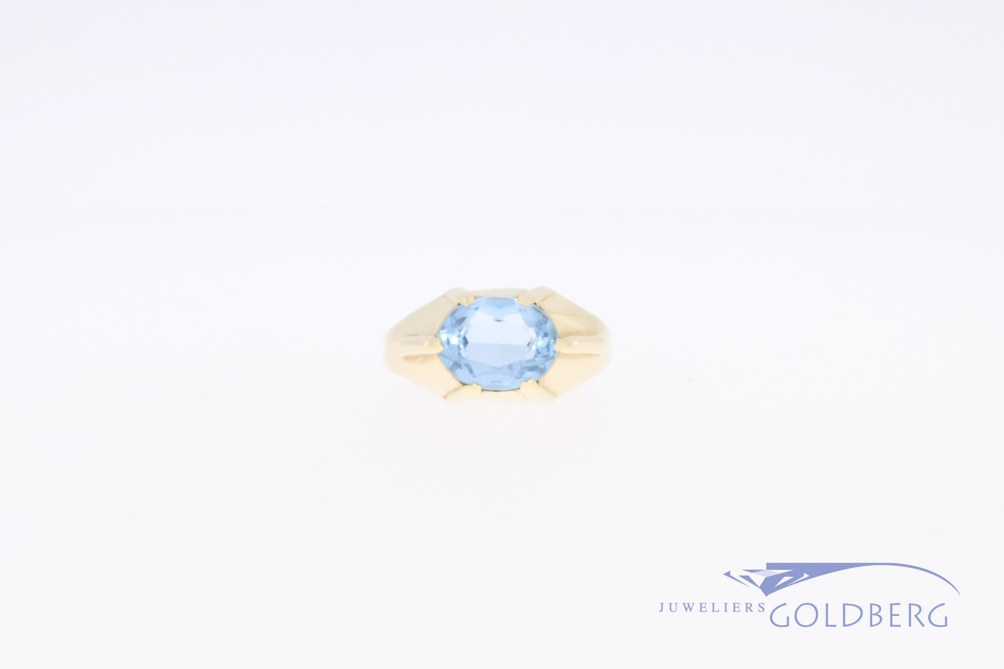 Vintage 14k gold, high ring with aquamarine-colored synthetic spinel