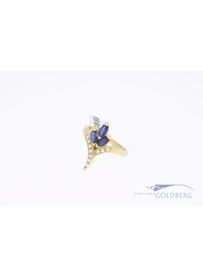 18k gold vintage ring with diamond and sapphire