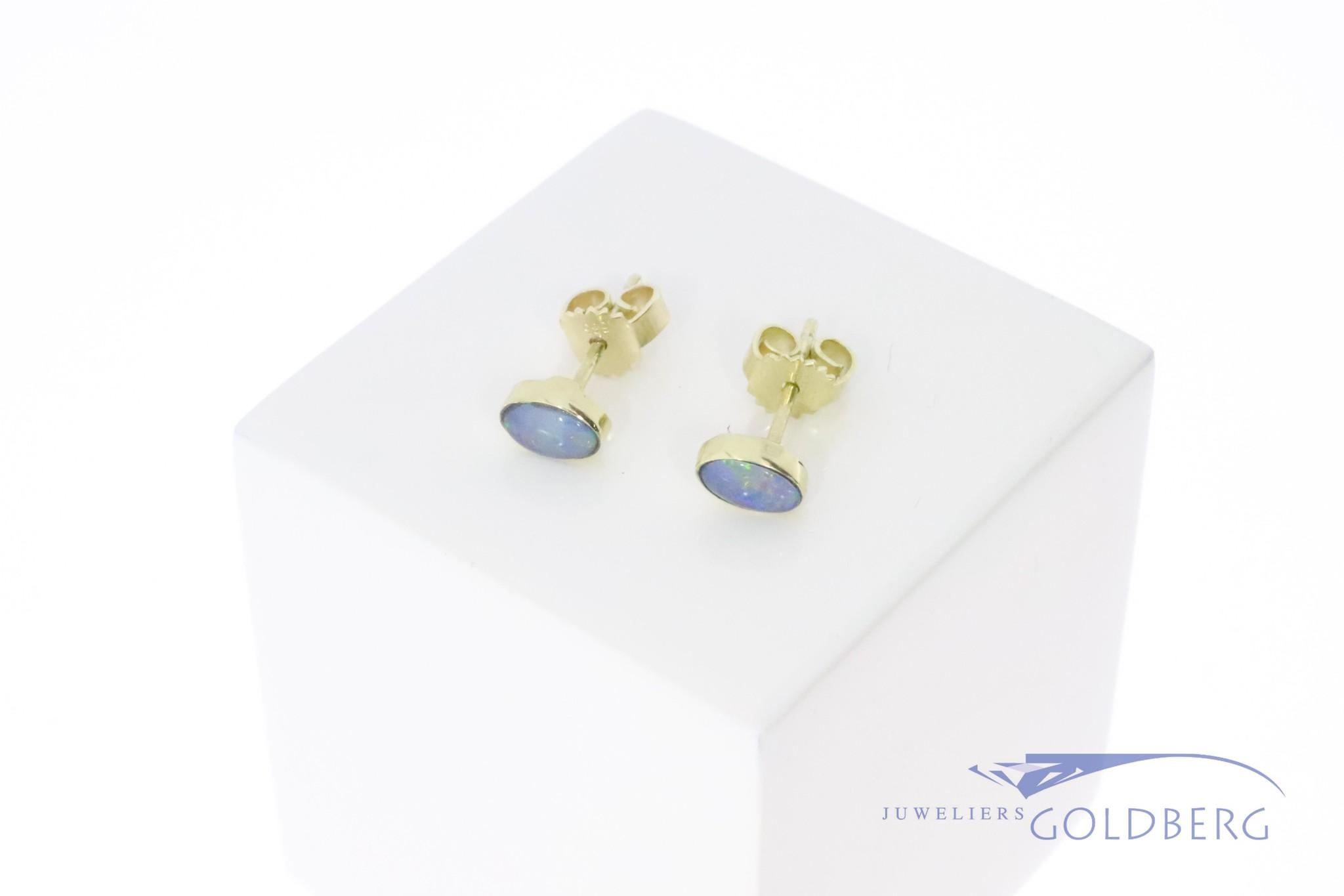 14k gouden oorstekers met opaal 6x4mm uit eigen atelier