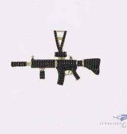 14k gouden M4 geweer hanger met zwarte zirconia's