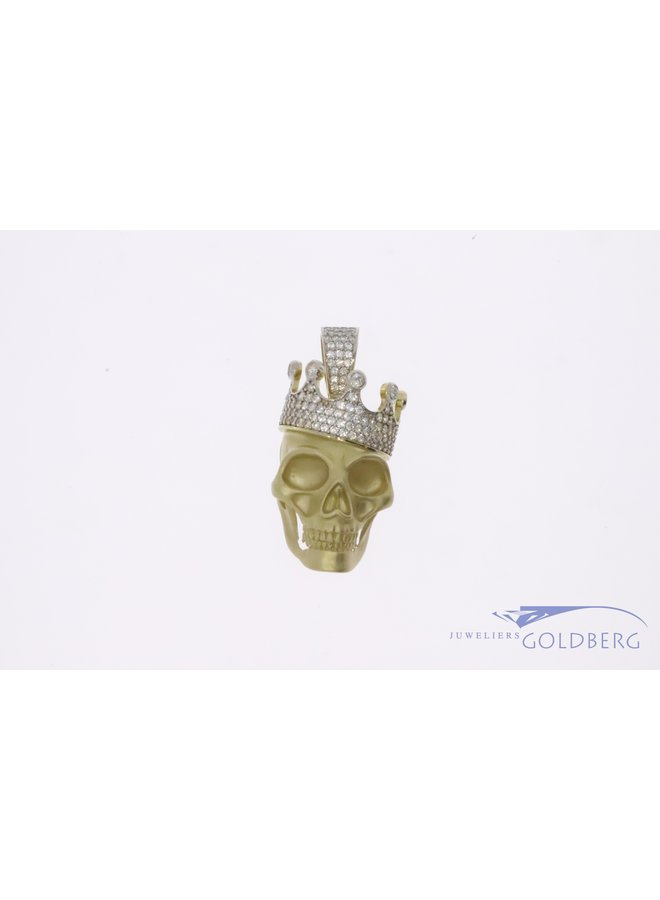 14k gold skull with crown set with zirconia's