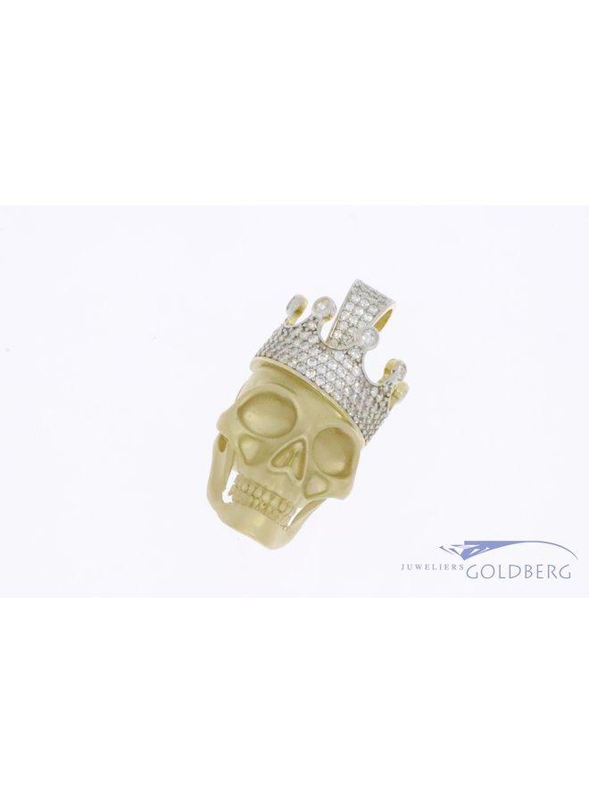 Gouden schedel met kroon gezet met zirkonia's