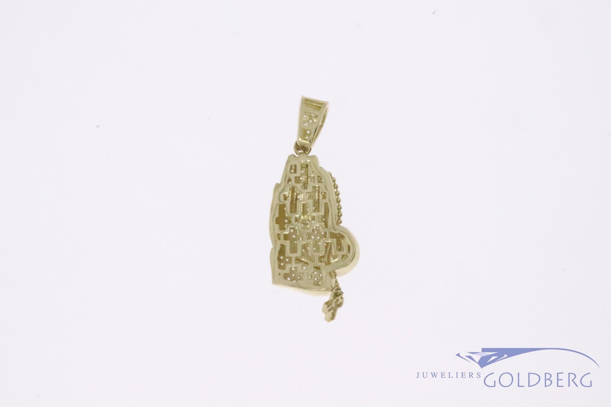 14k gold praying hands pendant with zirconia's
