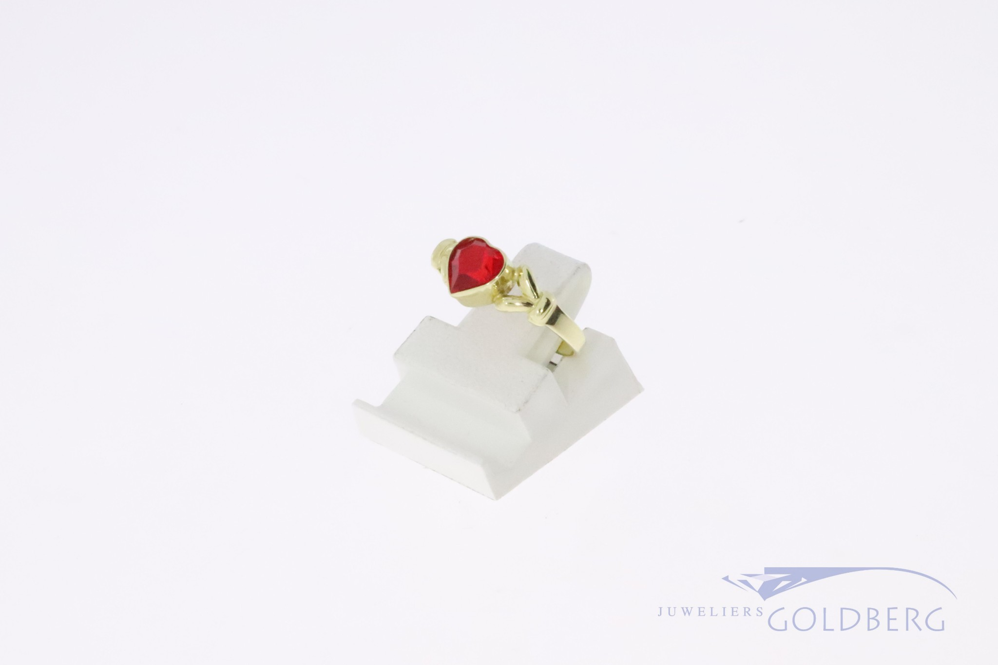 gold 14k children's ring with red heart shaped zirconia