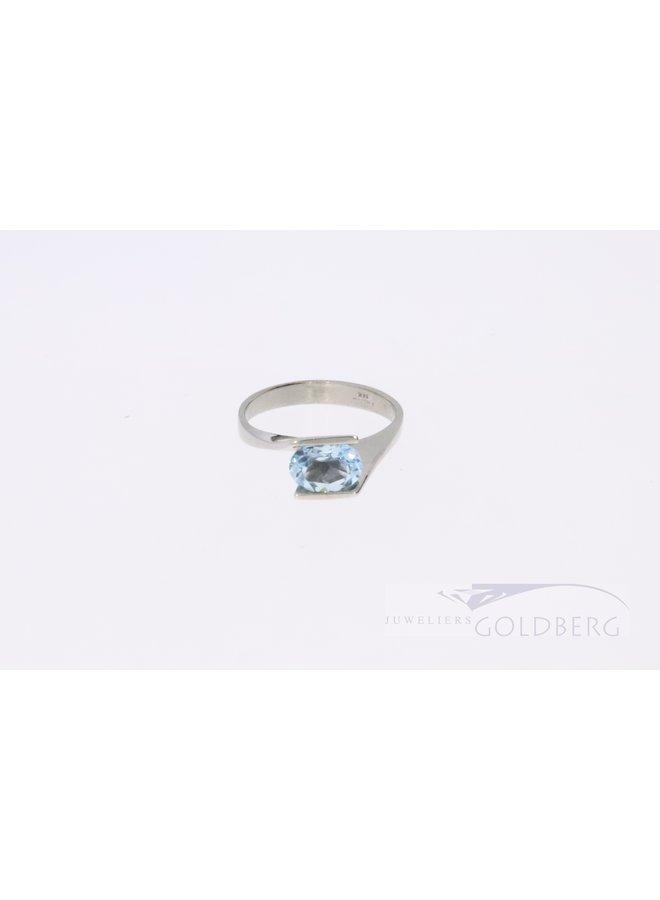 Moderne 14k witgouden ring met topaas