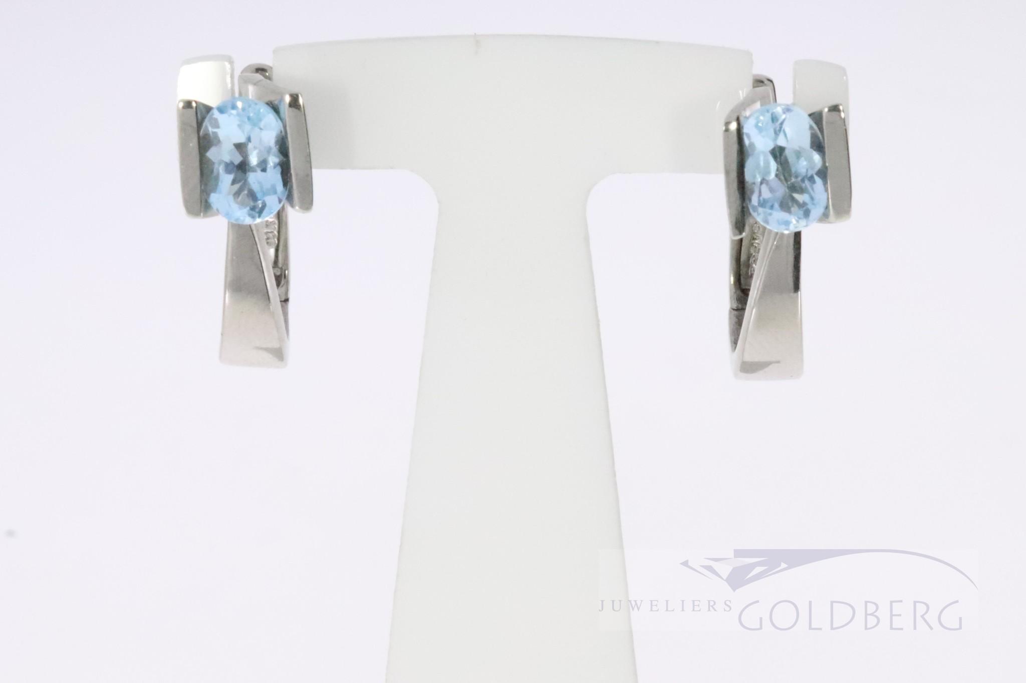 Moderne 14k witgouden oorbellen met blauwe topaas