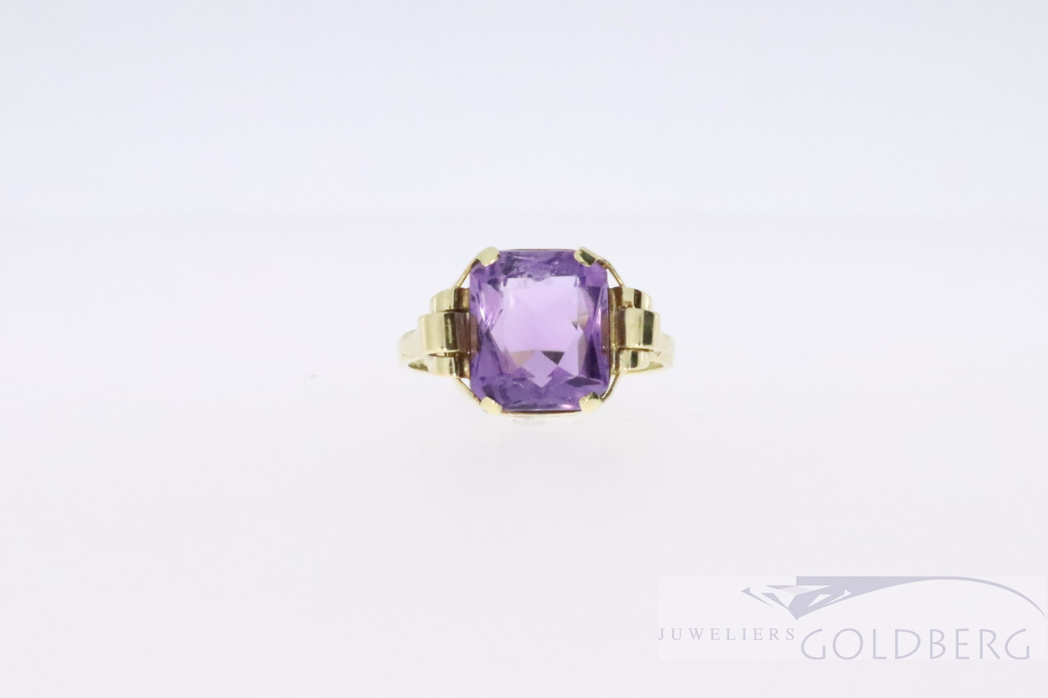 Beautiful antique 14 carat gold ring with Amethyst from the '50