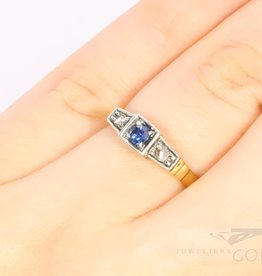 art deco 18k. bicolour ring met diamant en saffier