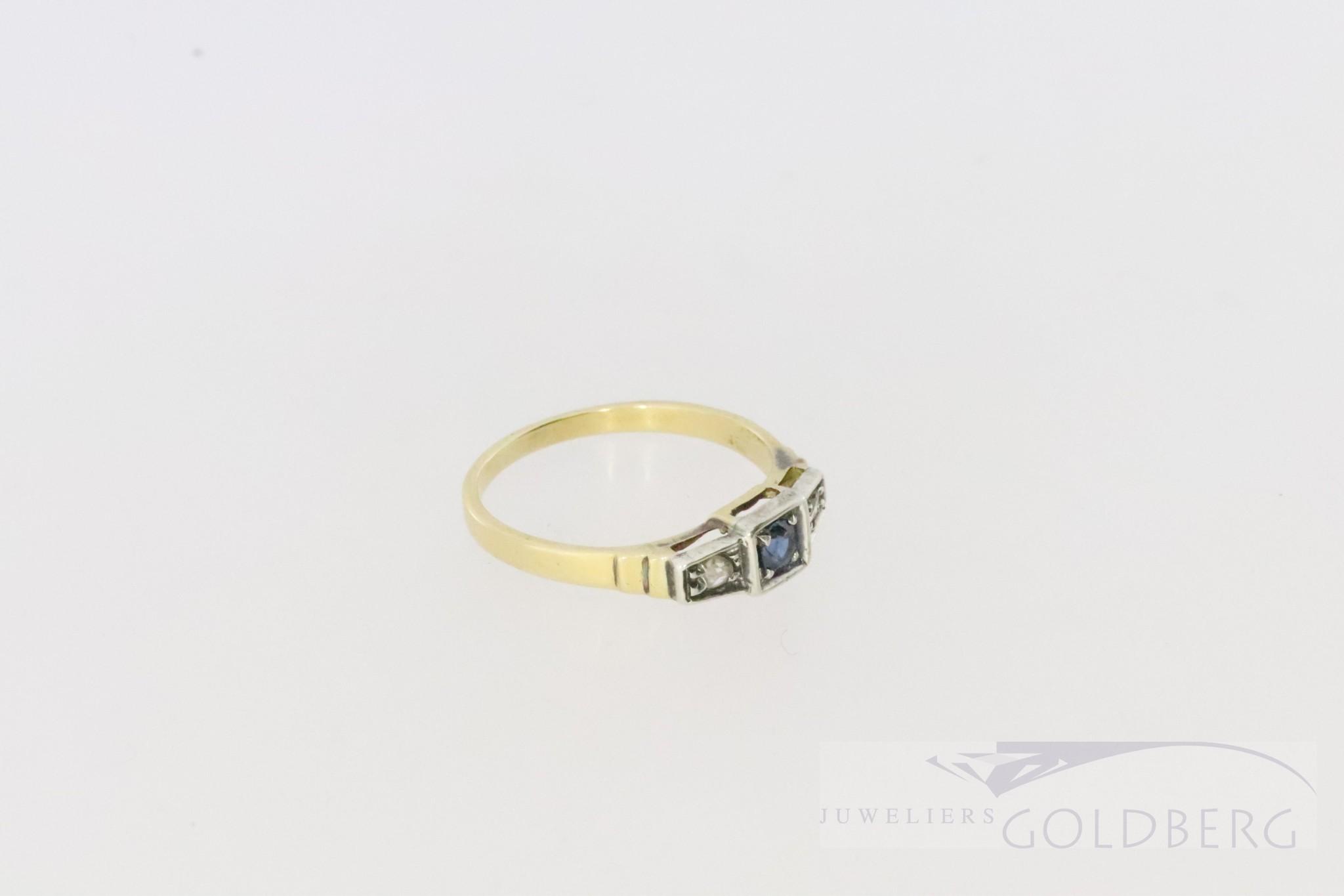 klein lief art deco 18k. bicolour ring met 2 xdiamant en 1xsaffier
