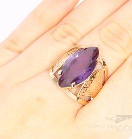 14k goud arabisch achtige stijl grote ring met amitist.