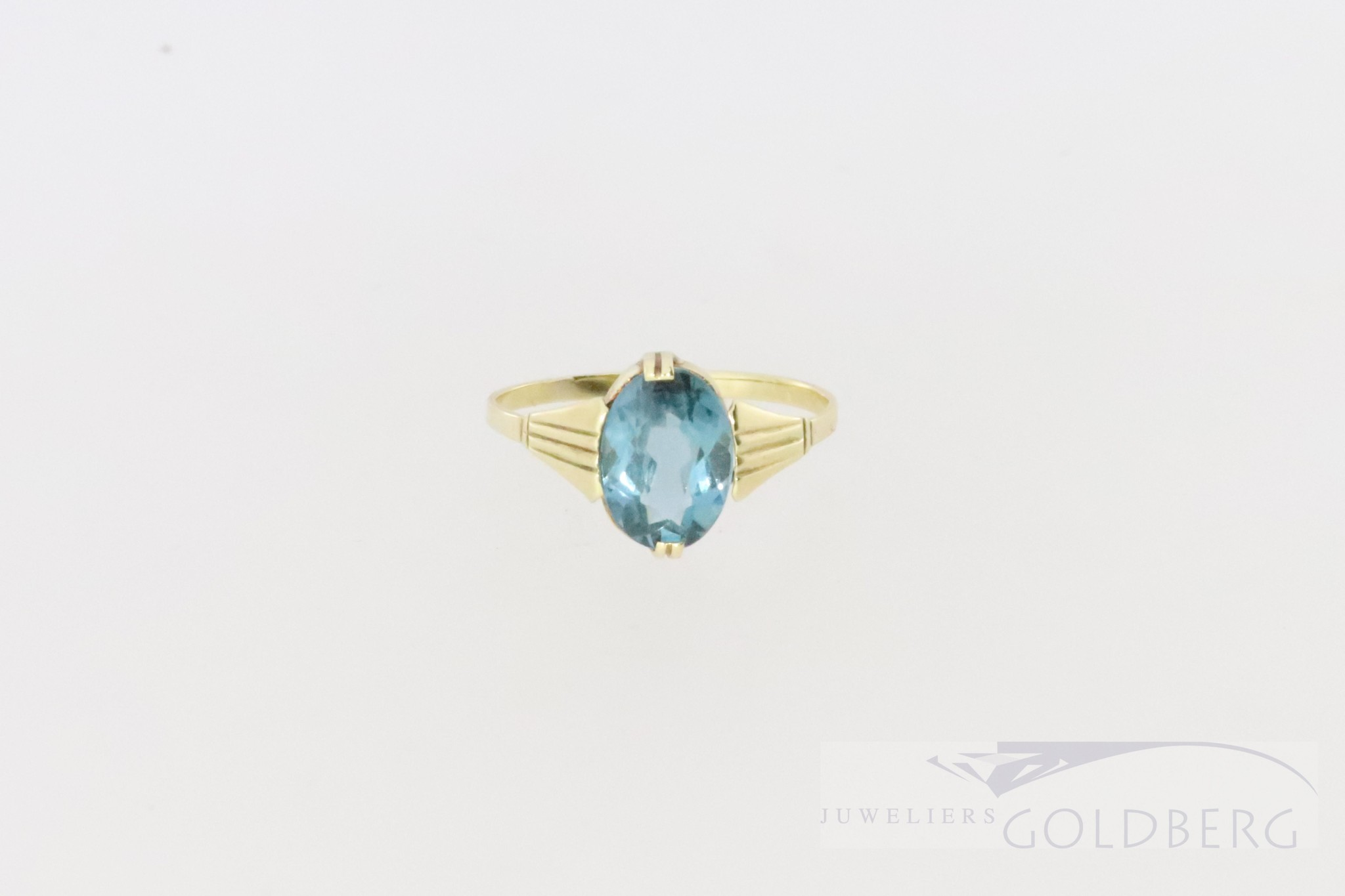 Antique 14k cute little ring with blue spinel.