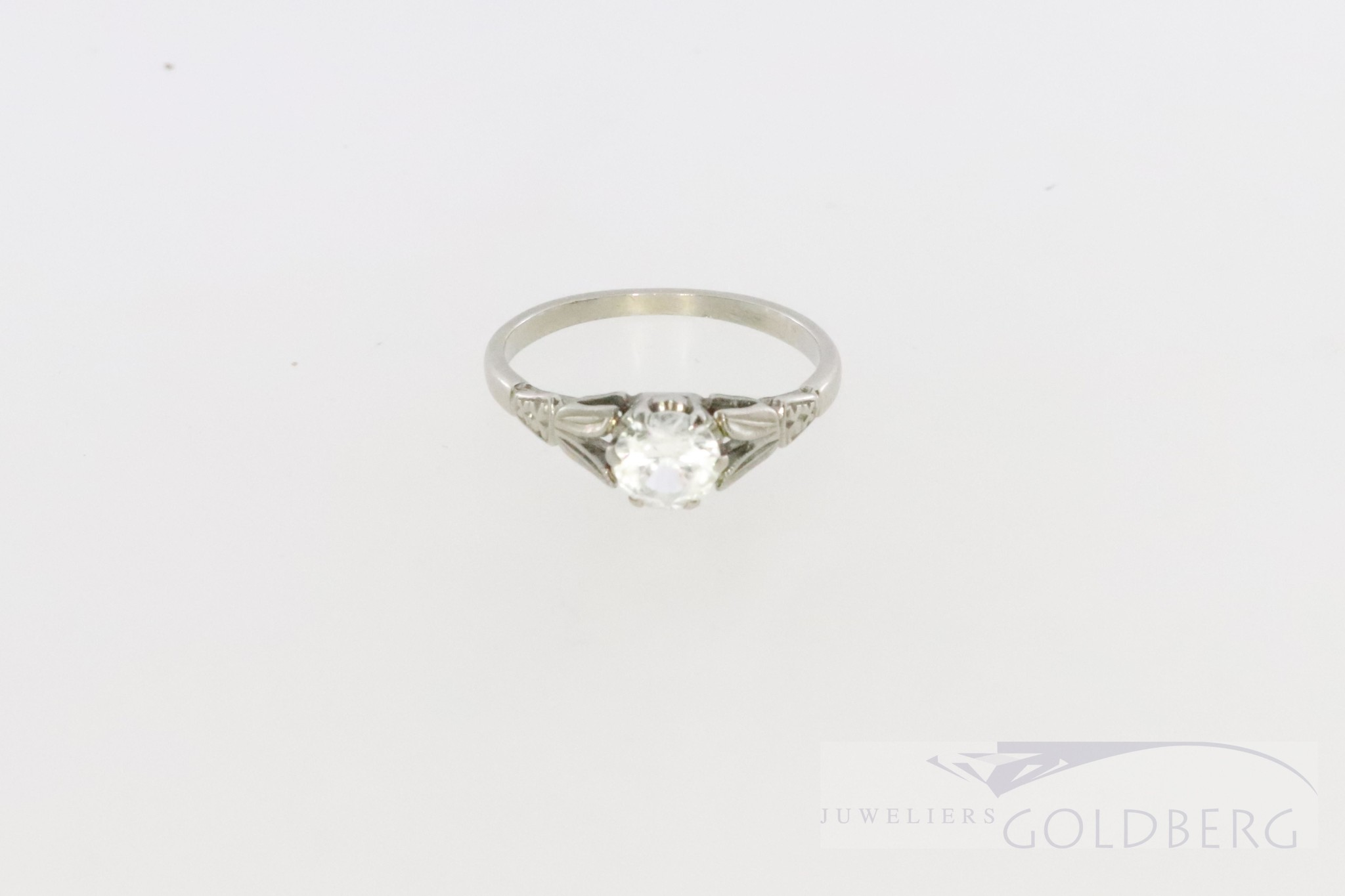18k white gold solitaire ring with zirconia