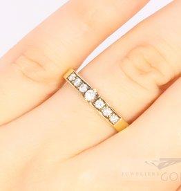 beautiful 14k gold allicance ring with diamond.
