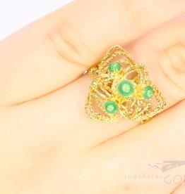 18k filigree ring met groene emaille bolletjes.