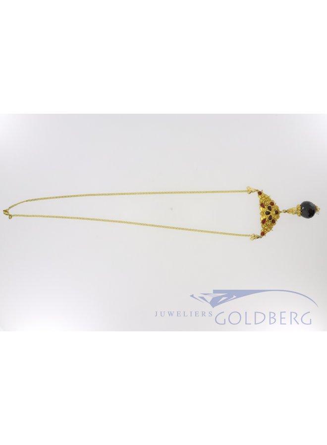 14k gouden collier met filigrain en granaat