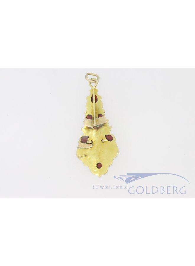 14k gouden antieke hanger met filigrain en granaat