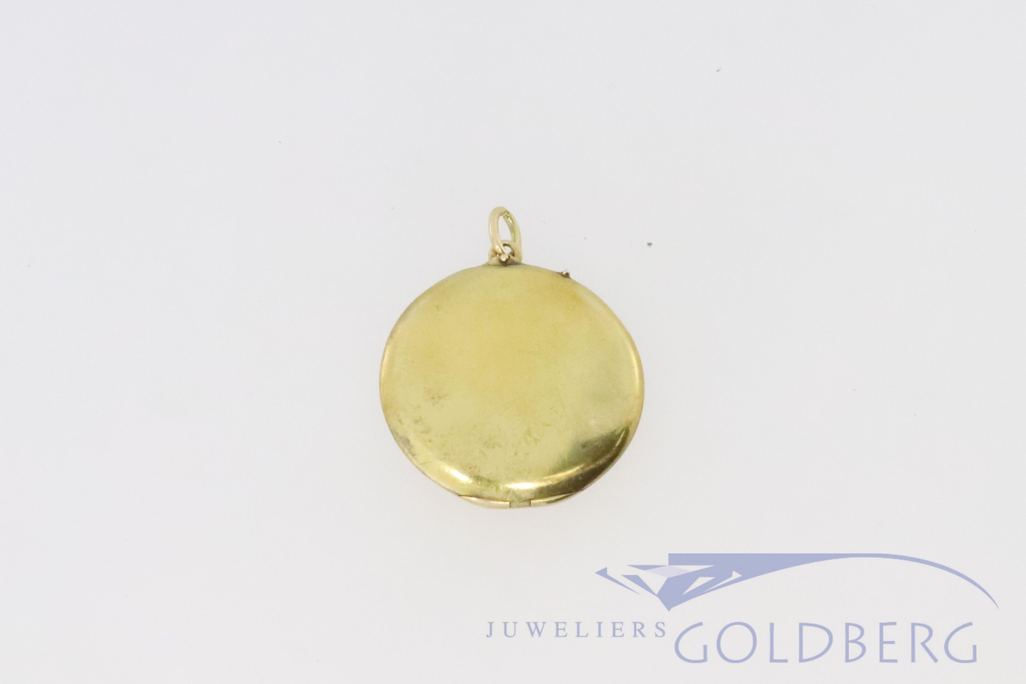 14k medallion with engraving of a spider web