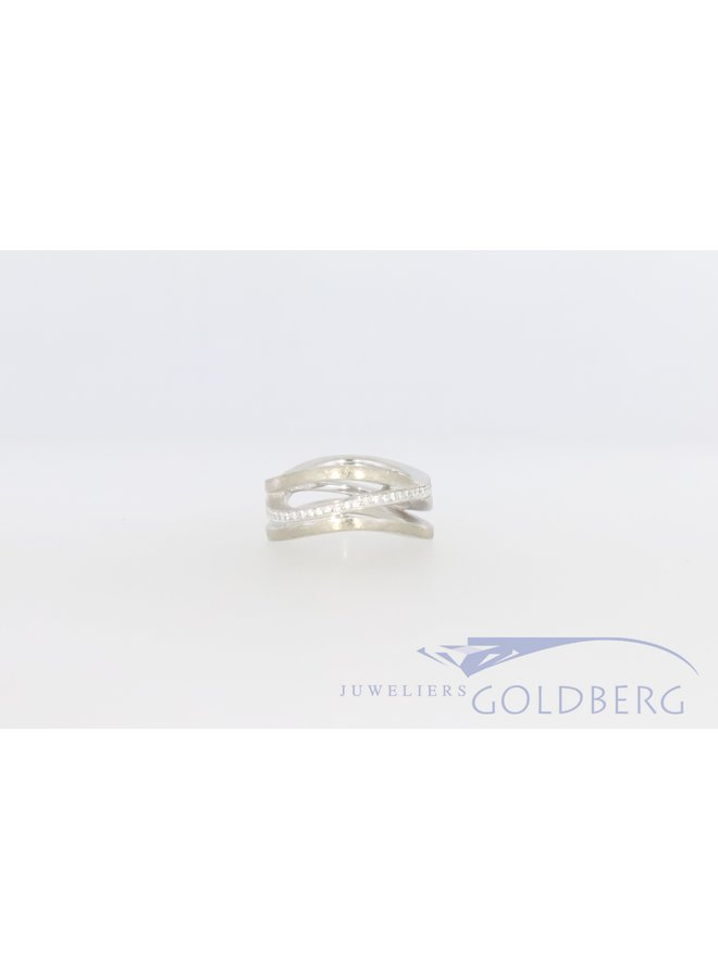 18 k white gold ring with diamond