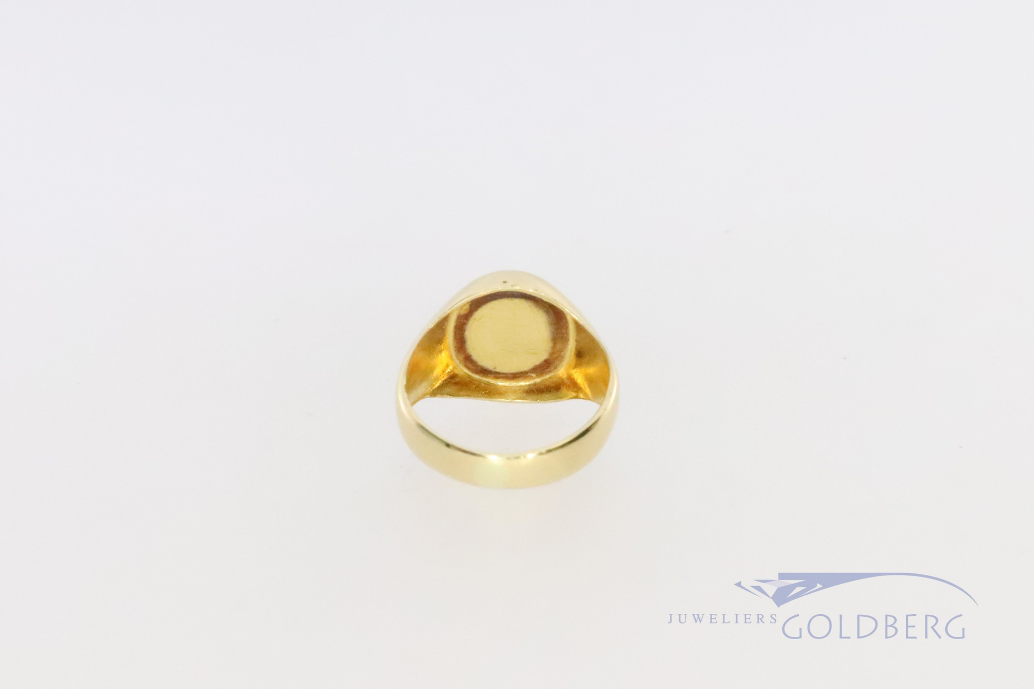 small 18k signet ring with onyx