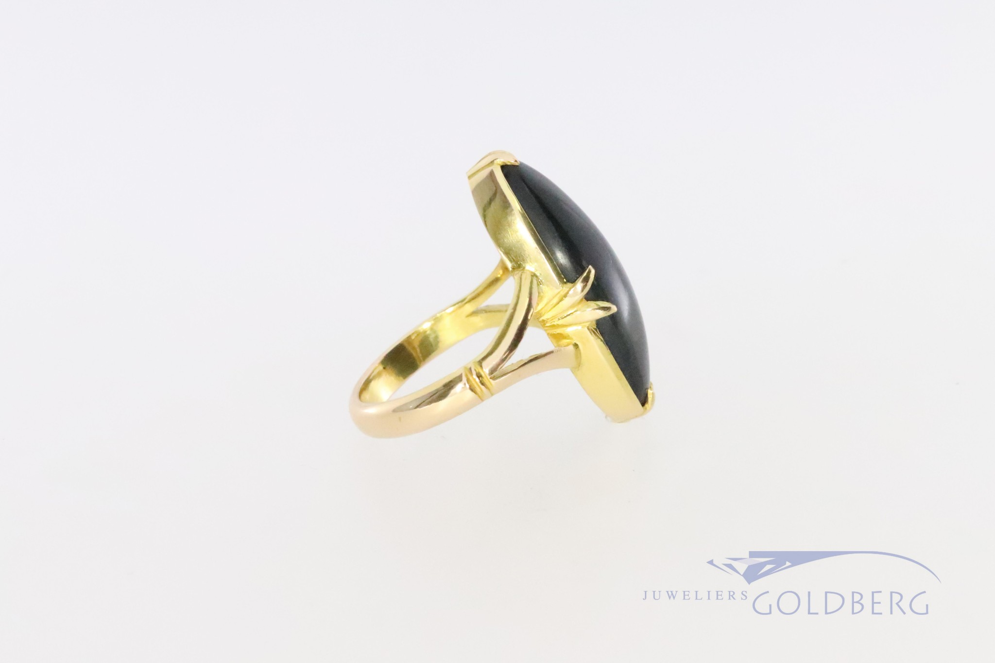 20k ring with star saphire