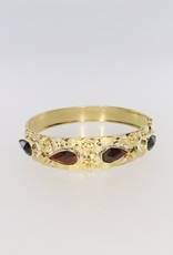 14k gold beautiful bangle with garnish
