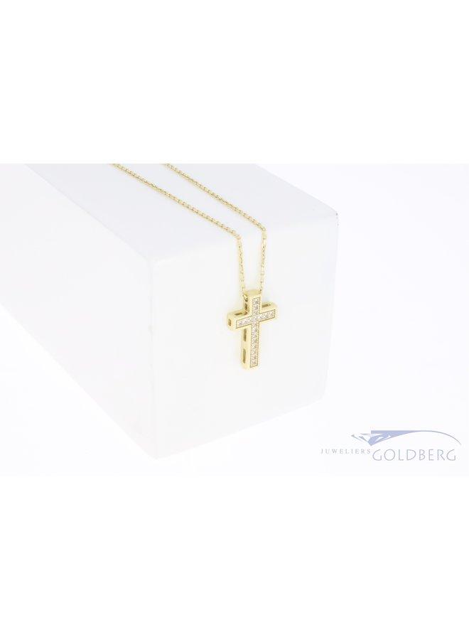 14k geelgouden kruisje met zirkonia's aan ketting