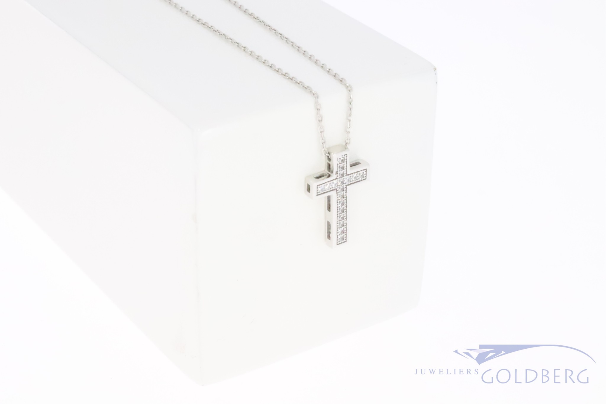 14k white gold cross with zirconia's on necklace