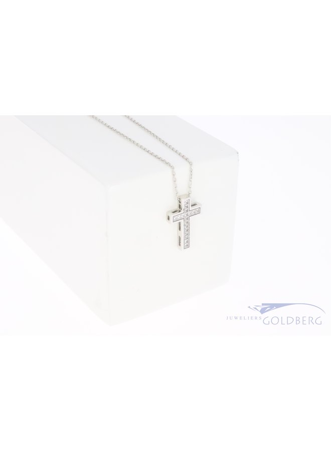 14k witgouden kruisje met zirkonia's aan ketting