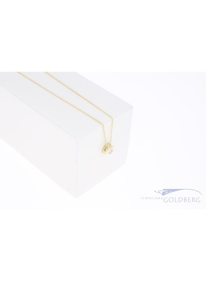 14k geelgouden rond hangertje met zirkonia aan ketting
