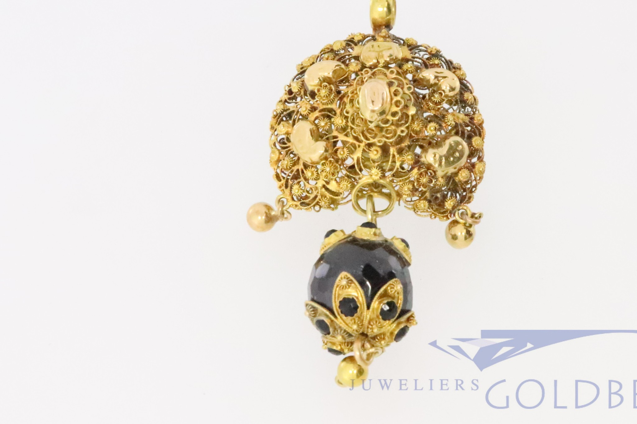 "single 18k gold ""Wisselbel"" pendant with garnish"