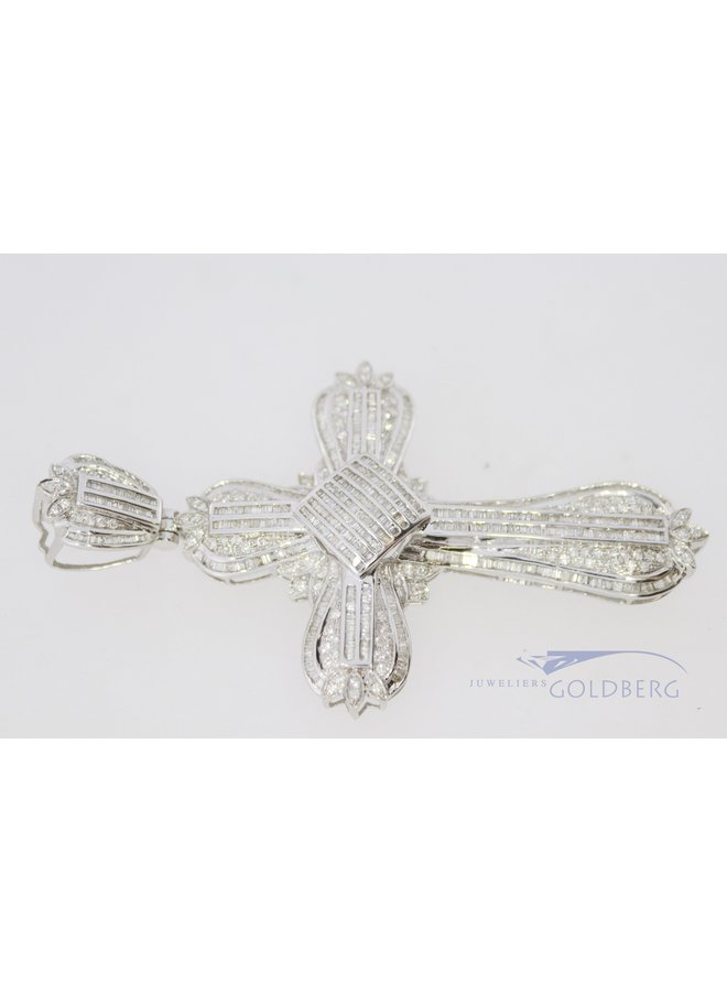 18k white gold cross set with diamonds