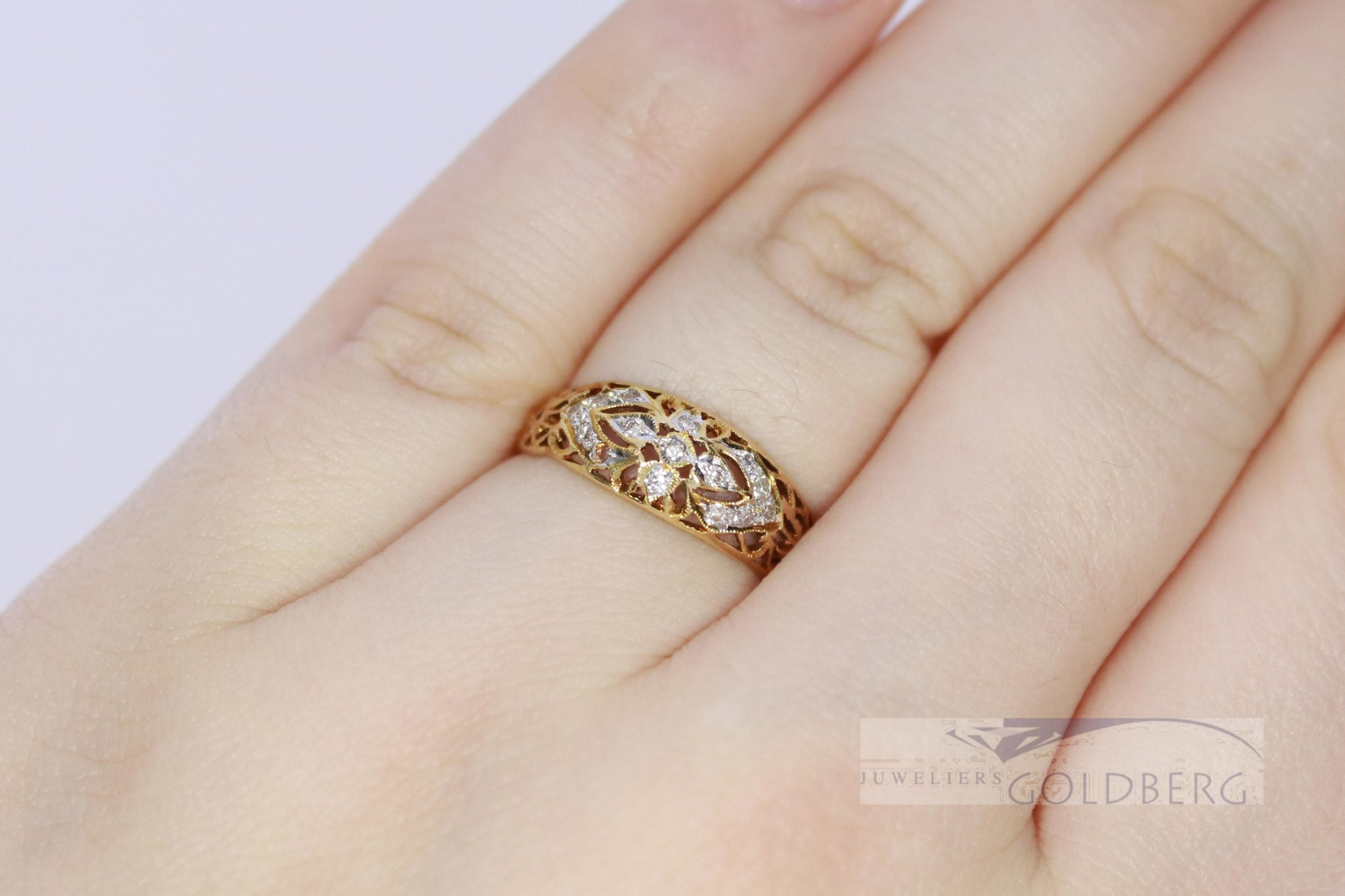 18k geelgouden opengewerkte fantasiering met diamant
