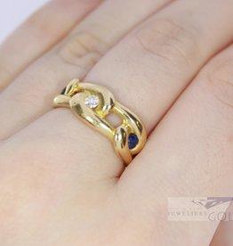 Brede  gevlochten 18k geelgouden ring met saffier en diamant