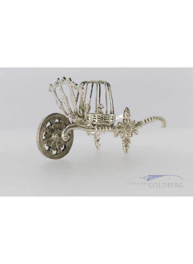 miniature wheelbarrow with ducks from 1975.