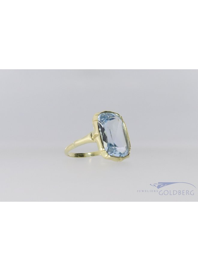 Sweet vintage 14k ring with aquamarine colored synthetic spinel