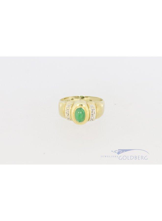 14k gouden ring met diamant en cabochon smaragd