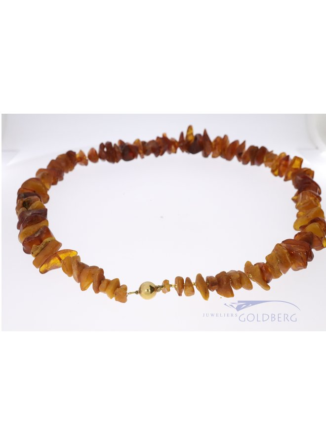 Amber necklace with 18 kt gold clasp