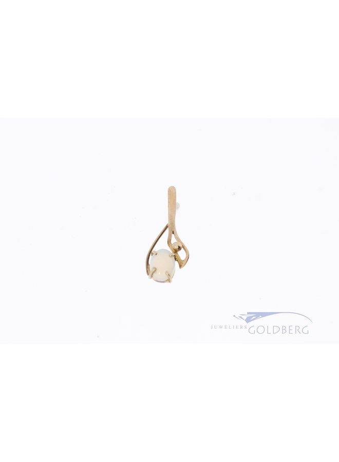 14k pendant with opal