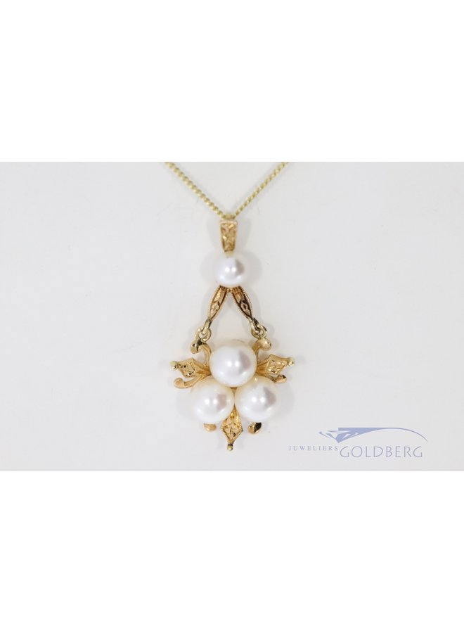 14 carat pendant with hand engraved details and pearls