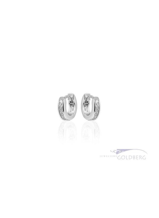 kleine zilveren creolen met zirkonia 3mm x 15mm.