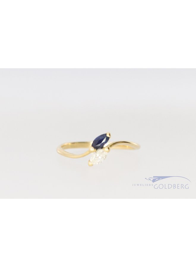 18 kt yellow gold ring with marquise-shaped sapphire and diamond.