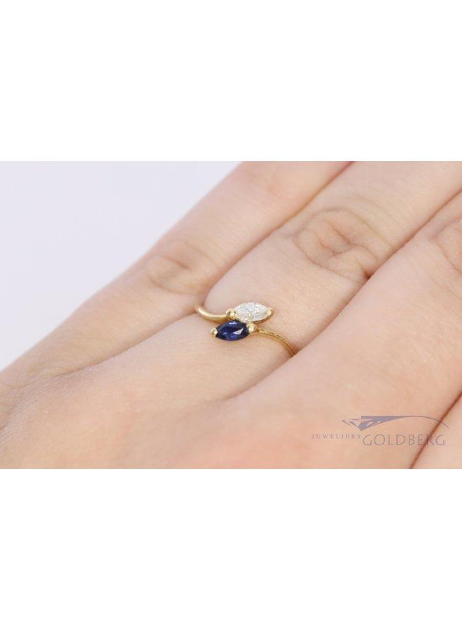 18k geelgouden ring met markiesvormige safffier en diamant.