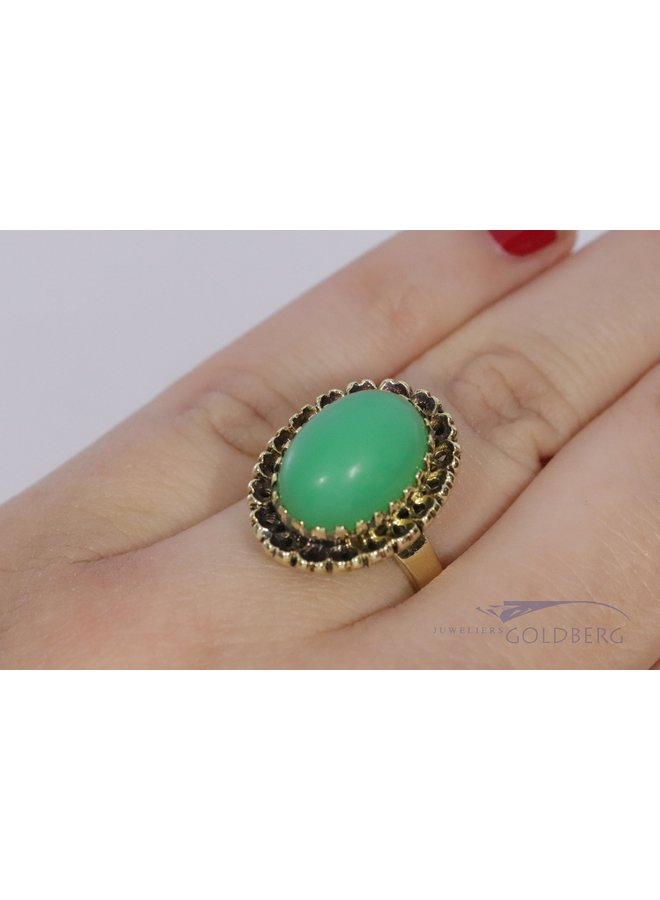 Vintage 14 carat gold ring with chrysoprase.