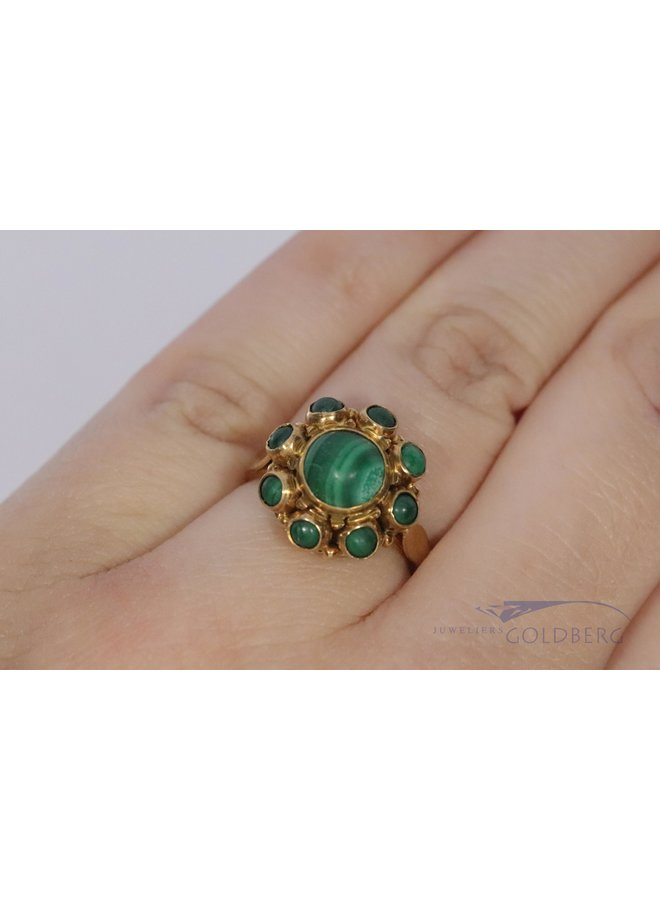 Vintage classic style 14k gold ring with malachite