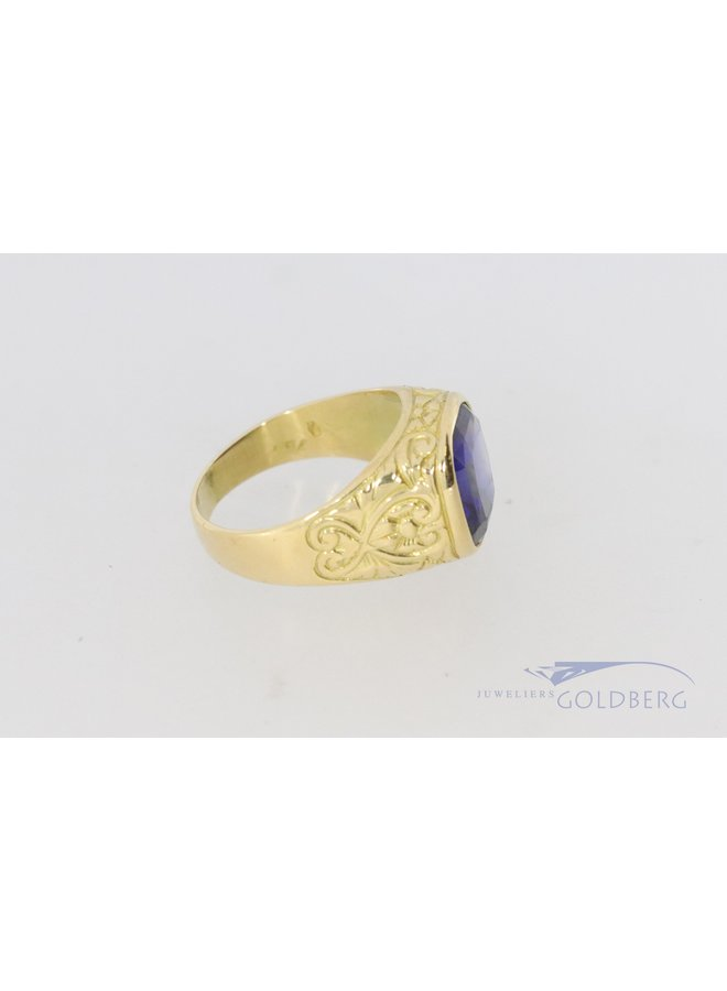 vintage 18 carat yellow gold signet ring with synthetic sapphire