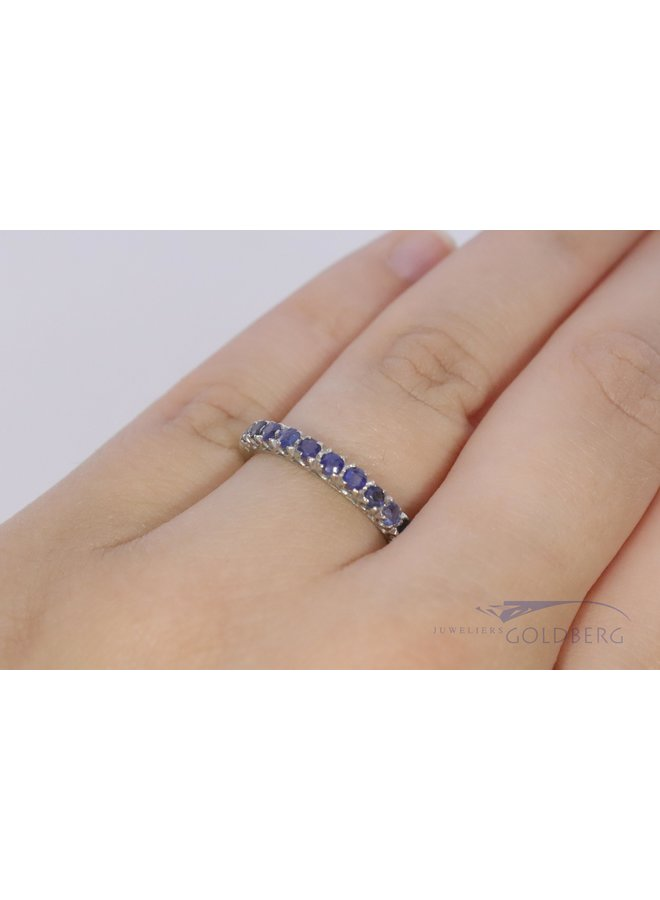18k white gold alliance with sapphire