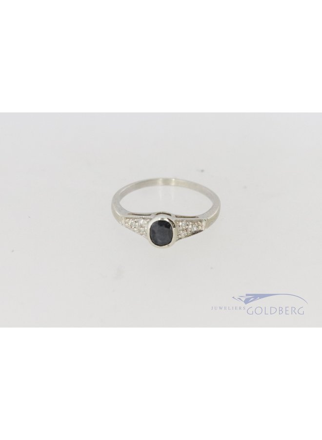 White gold classic ring with sapphire and diamond.