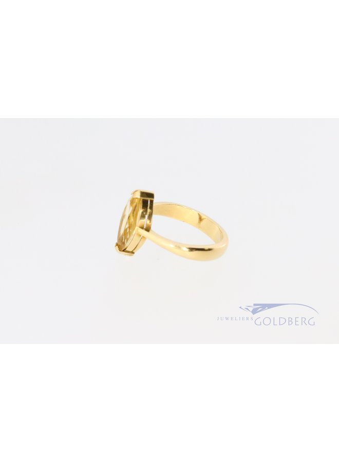 18 kt yellow gold ring with marquis cut yellow tourmaline